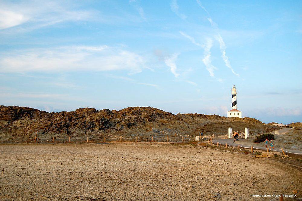 Recorre en Moto Menorca: la isla de los cinco faros