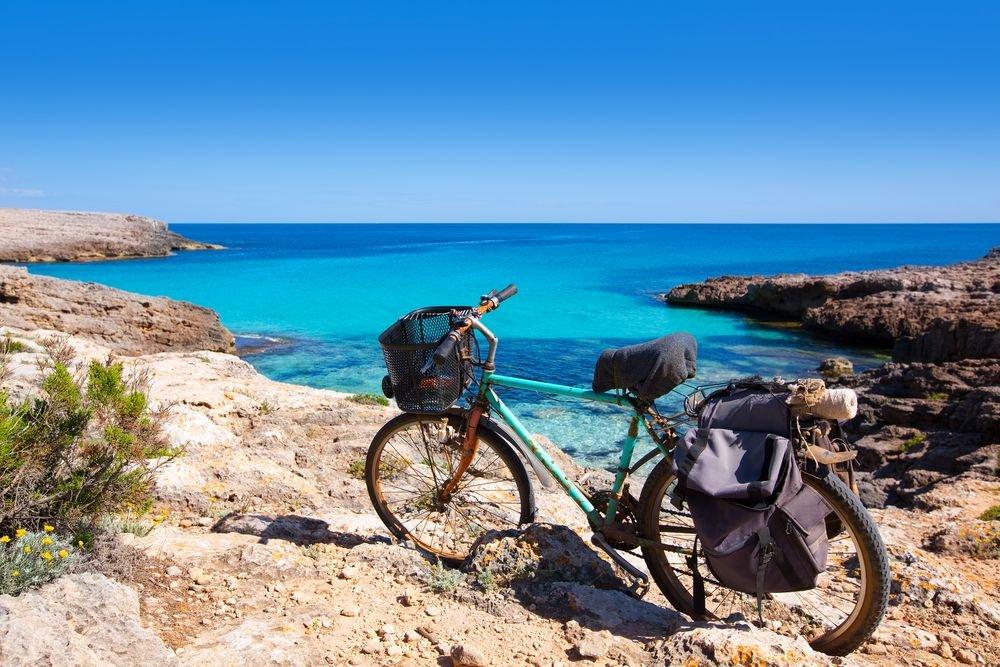 En moto por Menorca: Las mejores calas para visitar