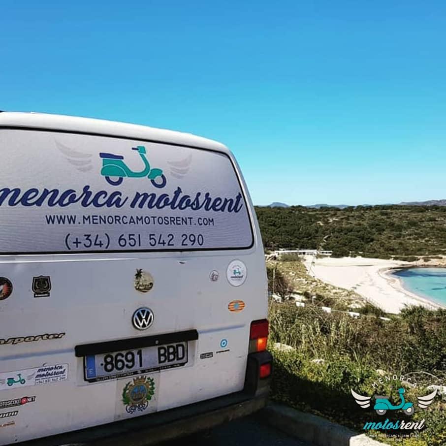 Alquiler y entrega de motos en playas Menorca